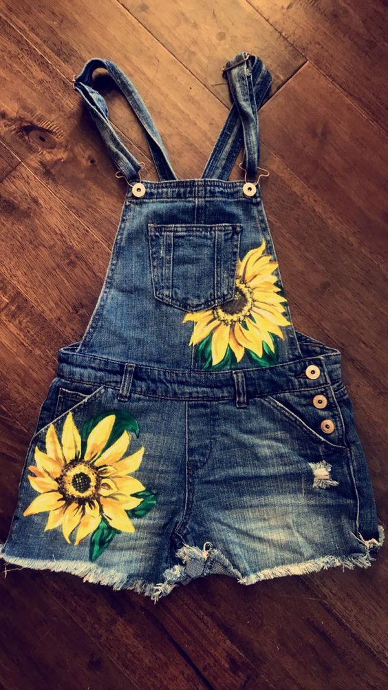 DIY Painted blue jeans. DIY painted denim jacket. Hand Painted jeans. Hand Painted denim. Painted jeans mens. Painted jeans pockets. Painted jeans ideas. Sunflower painted jeans. Floral painted jeans. DIY boho. Boho jeans, Hippie jeans.