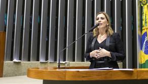 Rosana Valle pede vacinação para comunidades caiçaras