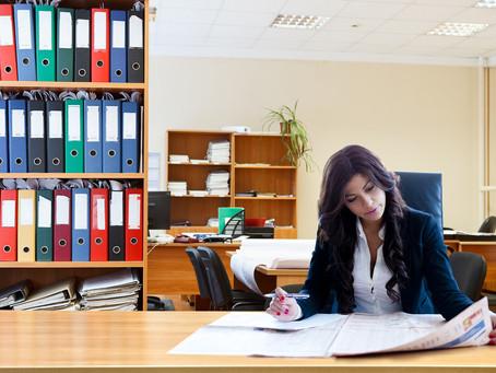 Γιατί ενώ αυξάνεται η γυναικεία απασχόληση, οι διευθυντικές θέσεις παραμένουν ανδροκρατούμενες;