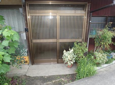 玄関扉を新設しました