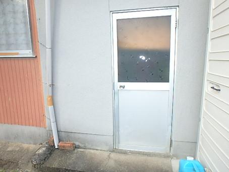 勝手口ドアから引き戸に取替え
