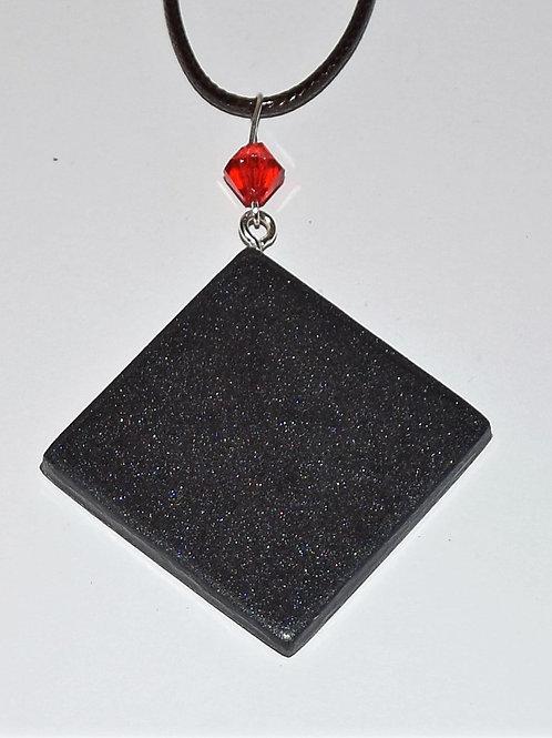 Halskette mit Epoxidharzanhänger
