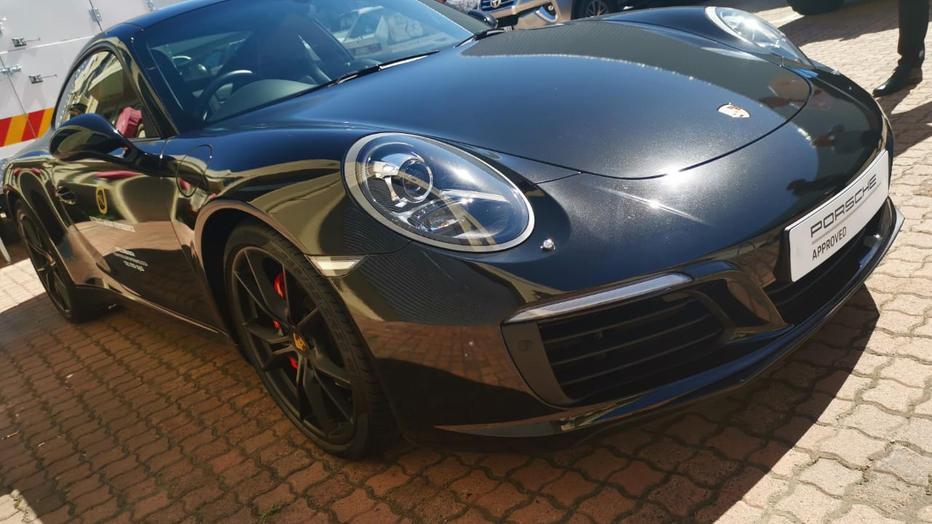 3M 1080 Gloss Metallic Black Porsche