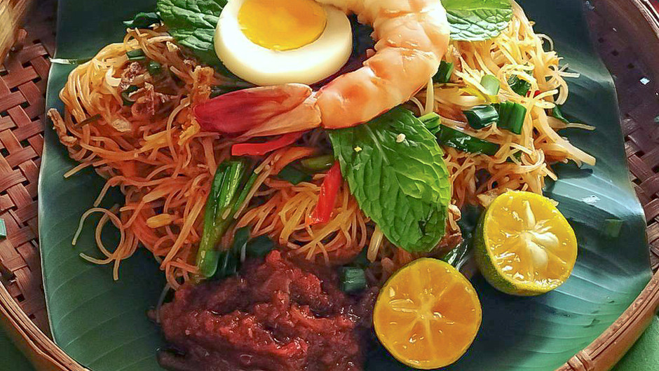Homecooked Mee Siam Nonya - Siamese Fried Vermicelli