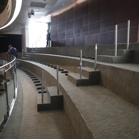 Cambio de alfombra en el Pleno
