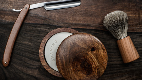 shaving-accessories-on-a-luxury-wooden-b
