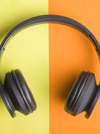 headphones-on-double-colorful-background