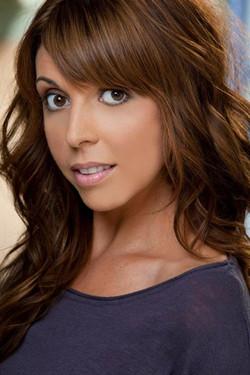 Allie Nicole headshot