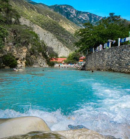 Río de aguas termales
