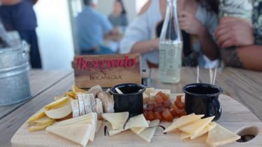 Después de desayunar, llegaremos a la Cava de Quesos Bocanegra, una importante productora de quesos de Querétaro