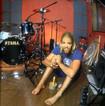"""Taylor Hawkins: """"entramos no estúdio, gravamos e não ficamos muito tempo 'analisando' a música"""""""