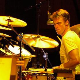 Matt Cameron: explicando a diferença em tocar no Soundgarden e no Pearl Jam.