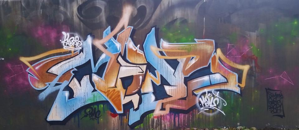 Graffiti sous la pluie