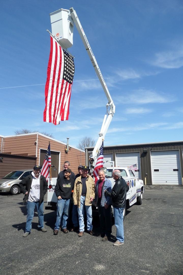 Flag and guys SAM_6596.JPG