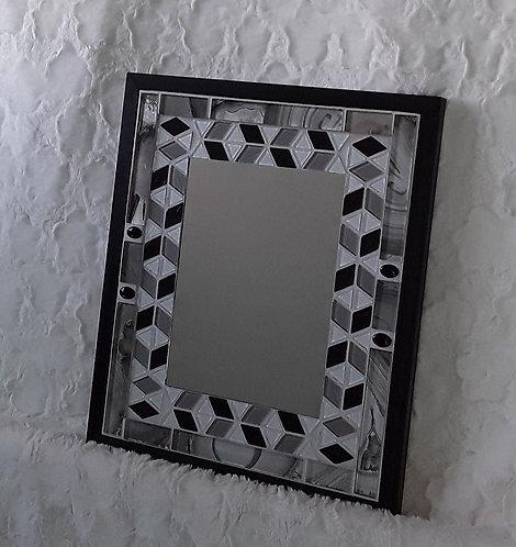 Black and White geometrical mirror