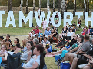 tamworth crowd A.jpg