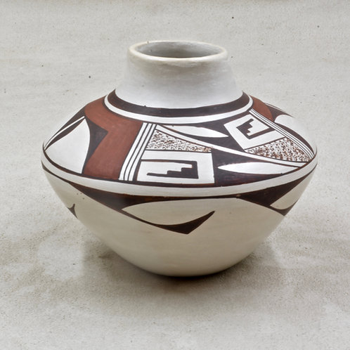 Hopi Pueblo Vase, Frog Woman - G. Navasie - 1979