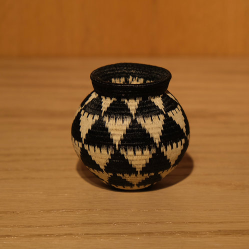 Black and White Triangles Wounaan Basket