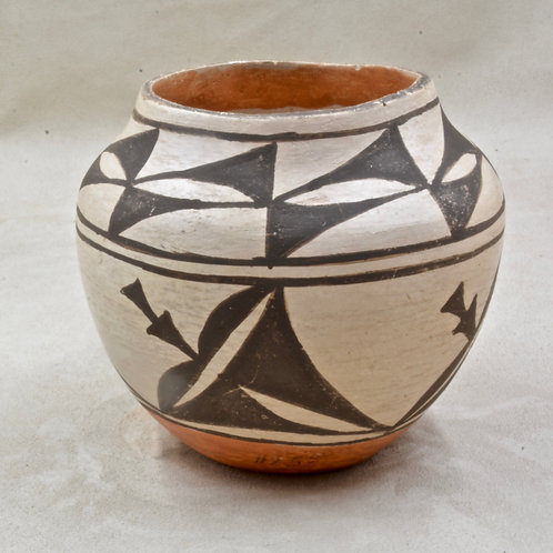 Laguna Pueblo Pot by R. Pino, 1977