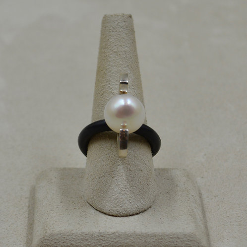 Freshwater Pearl on Rubber O-Ring 8x by Reba Engel