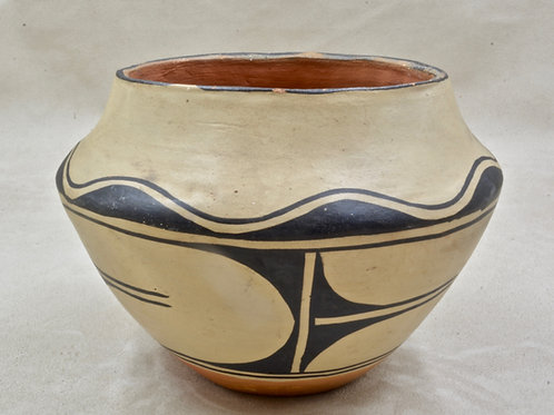 Santo Domingo Pot by Jan Domingo, 1962