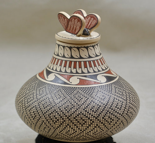 Butterfly Lid Pot by Gracida Gallegos - Mata Ortiz