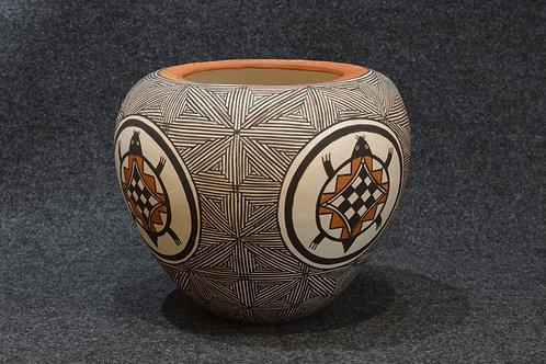 Turtle Pot by Juana Leno, Acoma Pueblo