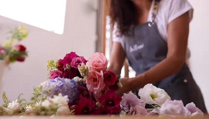 Un ramo de La Florerí es un ramo de diseño hecho con mucho amor a partir de flores ciudadosamente seleccionadas directo de nuestros productores