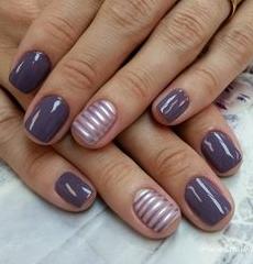 striped accent color nail design