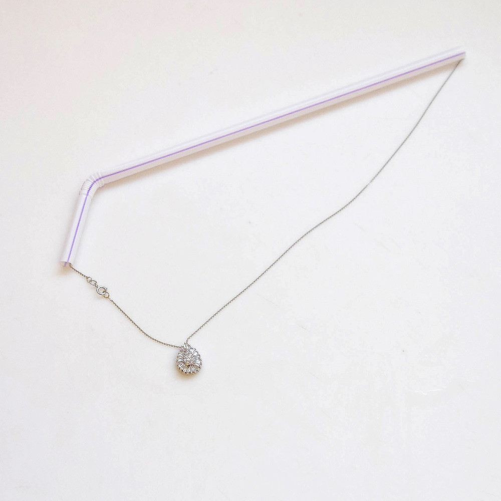 necklace through staw