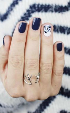 navy accent nail design