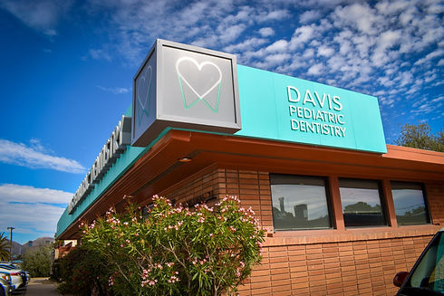 Daivs Pediatric Dentistry office exterior 716 N. Country Club Rd.