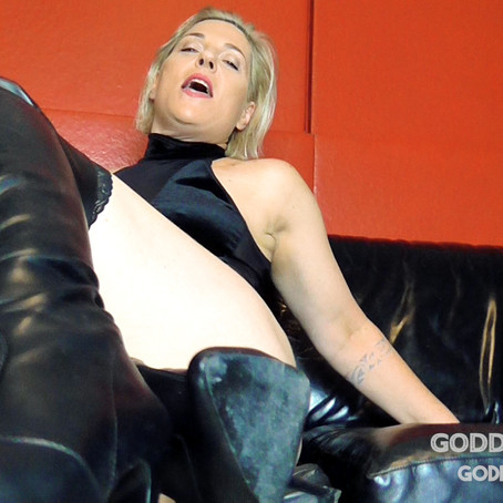 GT083 PoV GT  Face Sit Leather Boot Domination