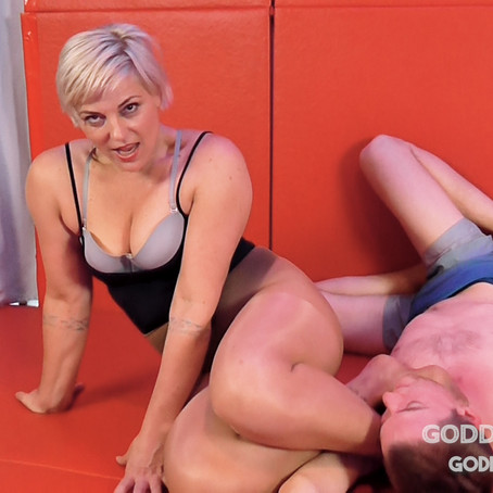 GT082 Leg domination sniff and submit