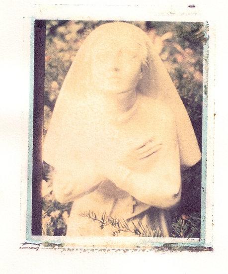 Statue of Praying Girl