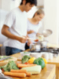 On cuisine à la maison