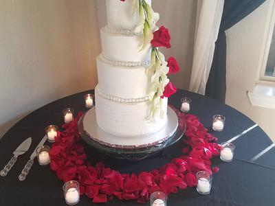 Wedding cake w/ roses