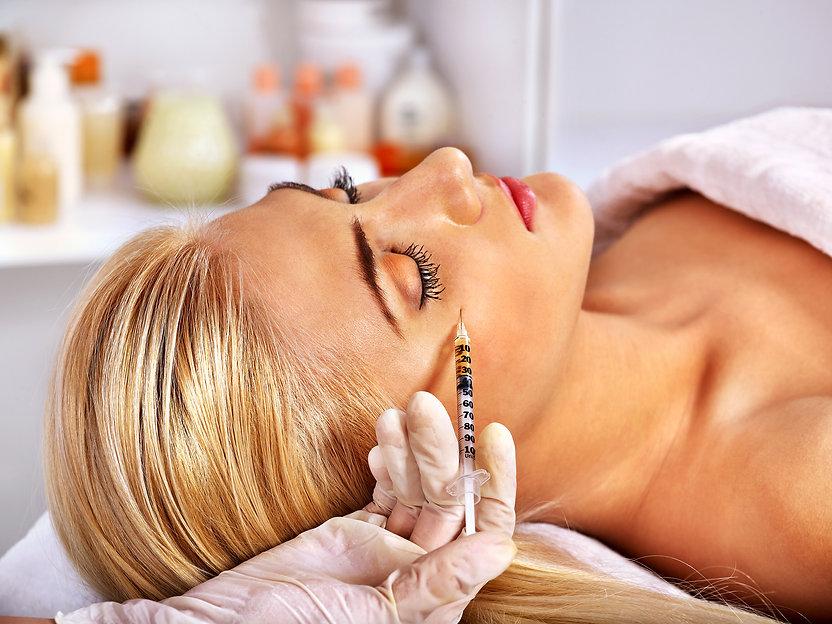 Beauty woman giving botox injections..jp
