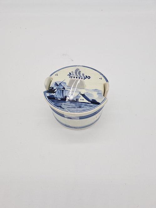 Delffs lidded pot