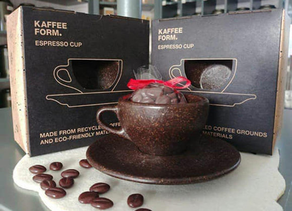 Tazzine riciclate dai fondi di caffè