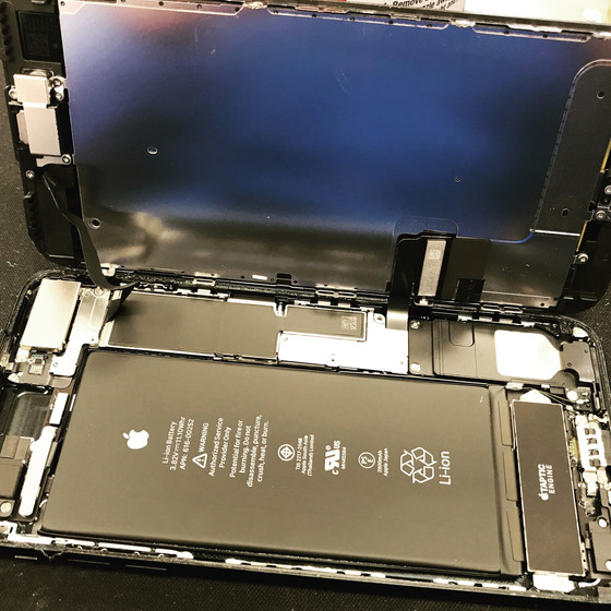 iPhone 7 on the operating table