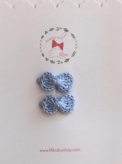 Mini Cuca con Moño Azul Tejido