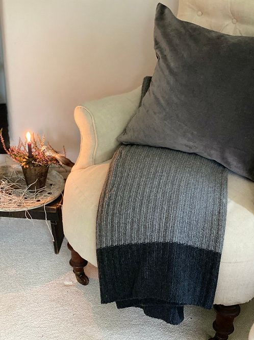 Ribbed Dark Grey Woollen throw