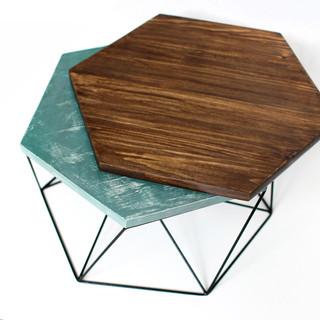 Тортовница из стали с деревянной вставкой.