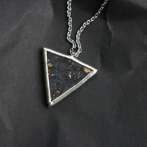Треугольный кулон из дерева и черного стекла