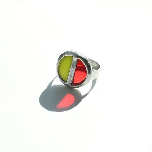 Кольцо из цветных стекол