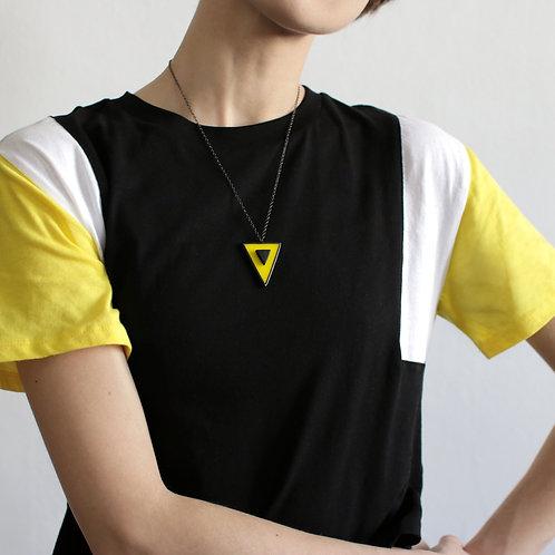 Кулон треугольник в треугольнике.