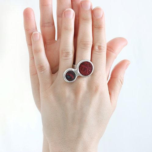 Кольцо из двух круглых элементов с лавой