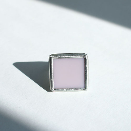 Квадратное кольцо из розового стекла