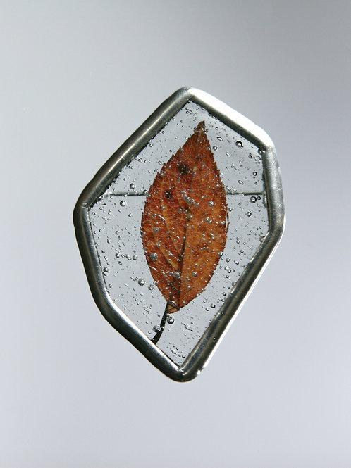 Брошь «Льдинка с осенним листом»